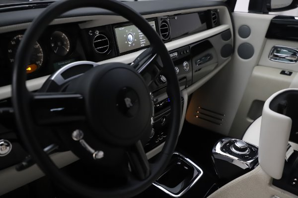 Used 2014 Rolls-Royce Phantom for sale $219,900 at Bentley Greenwich in Greenwich CT 06830 25