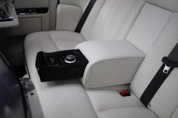 Used 2014 Rolls-Royce Phantom for sale $219,900 at Bentley Greenwich in Greenwich CT 06830 26
