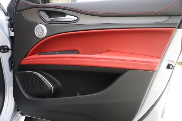 New 2020 Alfa Romeo Stelvio Ti Lusso Q4 for sale $54,145 at Bentley Greenwich in Greenwich CT 06830 26