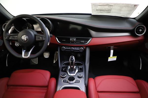 New 2020 Alfa Romeo Giulia Ti Sport Q4 for sale $48,595 at Bentley Greenwich in Greenwich CT 06830 16