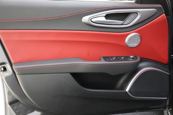 New 2020 Alfa Romeo Giulia Ti Sport Q4 for sale $48,595 at Bentley Greenwich in Greenwich CT 06830 17