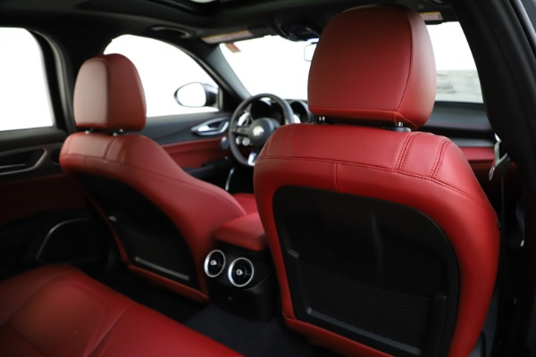 New 2020 Alfa Romeo Giulia Ti Sport Q4 for sale $48,595 at Bentley Greenwich in Greenwich CT 06830 28