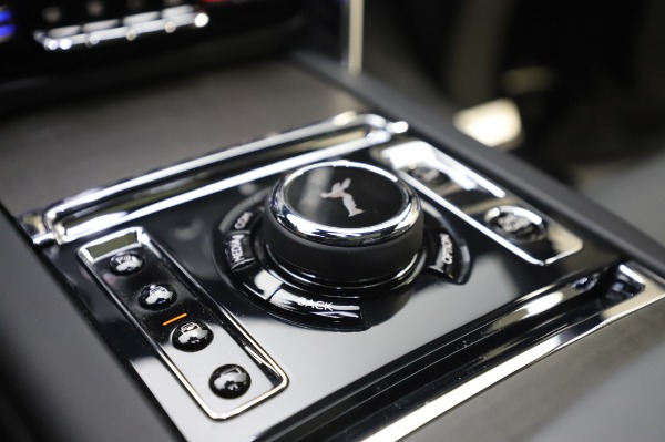 Used 2019 Rolls-Royce Cullinan Base for sale $349,900 at Bentley Greenwich in Greenwich CT 06830 24