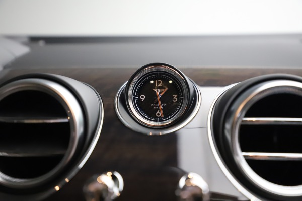 Used 2020 Bentley Bentayga V8 for sale Call for price at Bentley Greenwich in Greenwich CT 06830 26