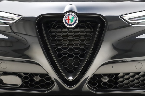 New 2020 Alfa Romeo Stelvio Ti Q4 for sale $52,445 at Bentley Greenwich in Greenwich CT 06830 27