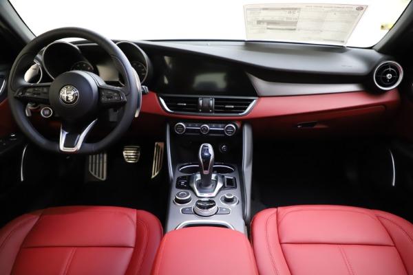 New 2020 Alfa Romeo Giulia Sport Q4 for sale Sold at Bentley Greenwich in Greenwich CT 06830 16