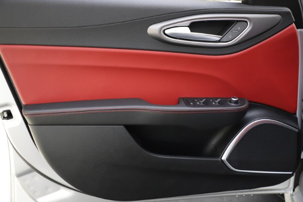 New 2020 Alfa Romeo Giulia Sport Q4 for sale Sold at Bentley Greenwich in Greenwich CT 06830 17
