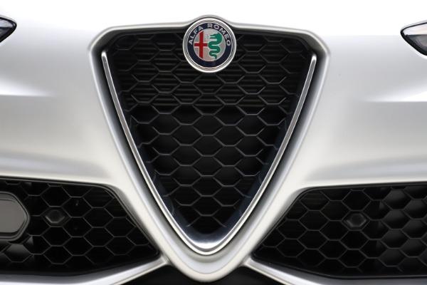 New 2020 Alfa Romeo Giulia Sport Q4 for sale Sold at Bentley Greenwich in Greenwich CT 06830 27