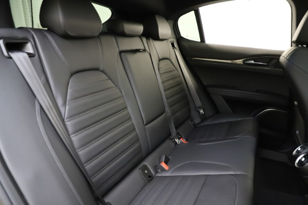 New 2020 Alfa Romeo Stelvio Ti Sport Carbon Q4 for sale $58,745 at Bentley Greenwich in Greenwich CT 06830 26