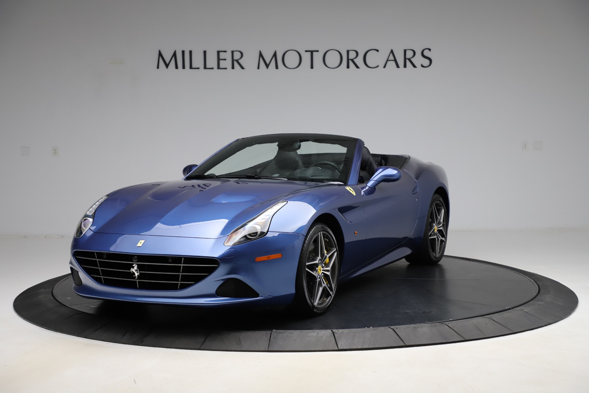 Used 2018 Ferrari California T for sale $185,900 at Bentley Greenwich in Greenwich CT 06830 1