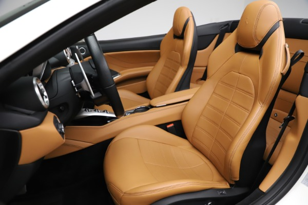Used 2018 Ferrari California T for sale $169,900 at Bentley Greenwich in Greenwich CT 06830 19