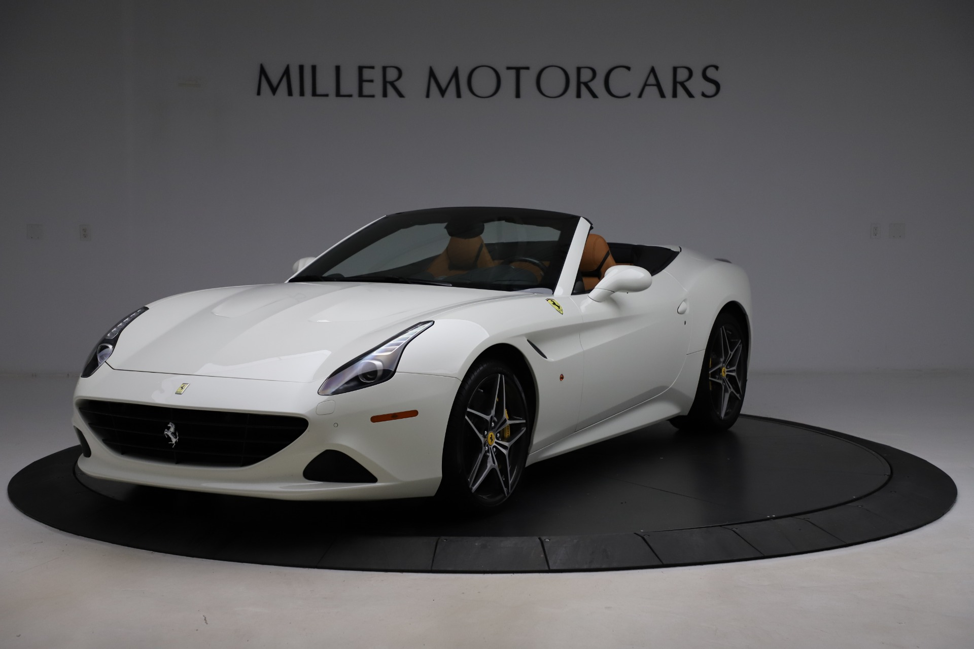 Used 2018 Ferrari California T for sale $169,900 at Bentley Greenwich in Greenwich CT 06830 1