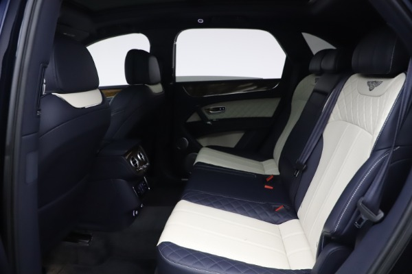Used 2018 Bentley Bentayga W12 Signature Edition for sale $149,900 at Bentley Greenwich in Greenwich CT 06830 21
