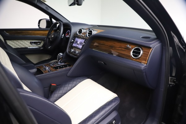 Used 2018 Bentley Bentayga W12 Signature Edition for sale $149,900 at Bentley Greenwich in Greenwich CT 06830 24