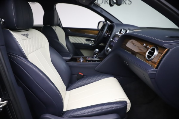 Used 2018 Bentley Bentayga W12 Signature Edition for sale $149,900 at Bentley Greenwich in Greenwich CT 06830 25