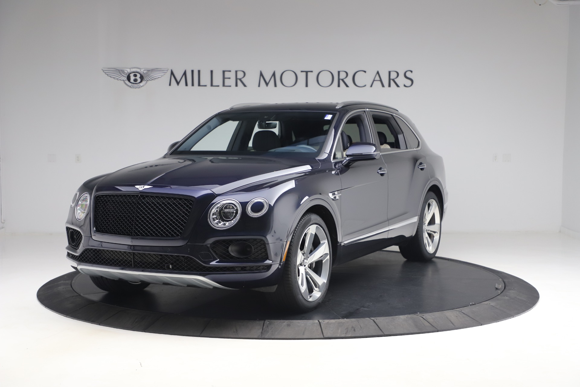 Used 2018 Bentley Bentayga W12 Signature Edition for sale $149,900 at Bentley Greenwich in Greenwich CT 06830 1