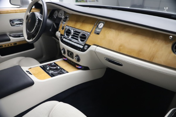 Used 2018 Rolls-Royce Ghost for sale $249,900 at Bentley Greenwich in Greenwich CT 06830 17