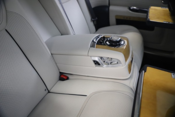 Used 2018 Rolls-Royce Ghost for sale $249,900 at Bentley Greenwich in Greenwich CT 06830 24
