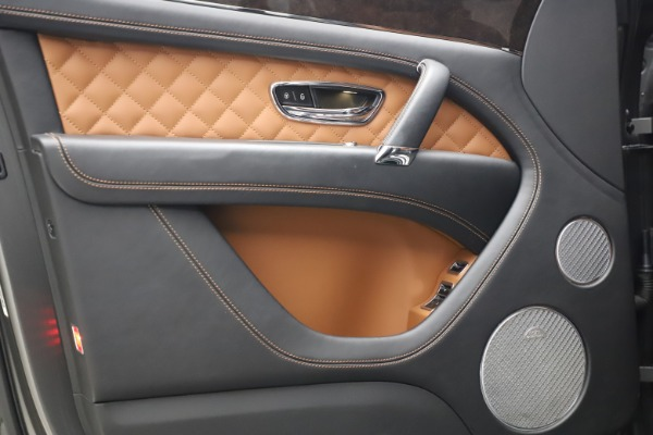 Used 2018 Bentley Bentayga W12 for sale $156,900 at Bentley Greenwich in Greenwich CT 06830 18