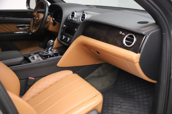 Used 2018 Bentley Bentayga W12 for sale $156,900 at Bentley Greenwich in Greenwich CT 06830 28
