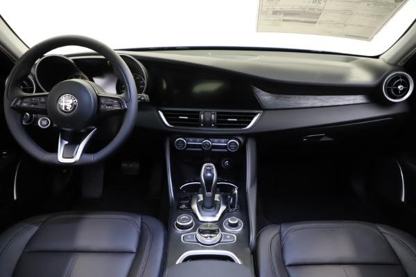 New 2021 Alfa Romeo Giulia Q4 for sale $46,800 at Bentley Greenwich in Greenwich CT 06830 16