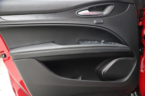 New 2021 Alfa Romeo Stelvio Q4 for sale $47,735 at Bentley Greenwich in Greenwich CT 06830 17