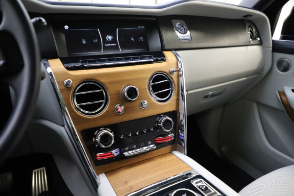 Used 2019 Rolls-Royce Cullinan for sale $349,900 at Bentley Greenwich in Greenwich CT 06830 28