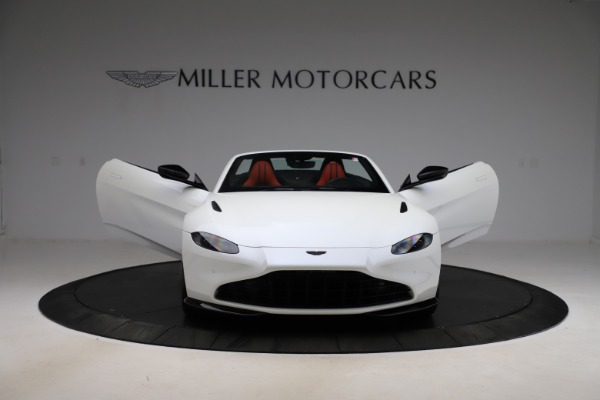 New 2021 Aston Martin Vantage Roadster Convertible for sale $189,186 at Bentley Greenwich in Greenwich CT 06830 27