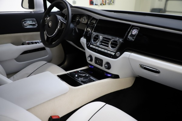 Used 2014 Rolls-Royce Wraith for sale Call for price at Bentley Greenwich in Greenwich CT 06830 16