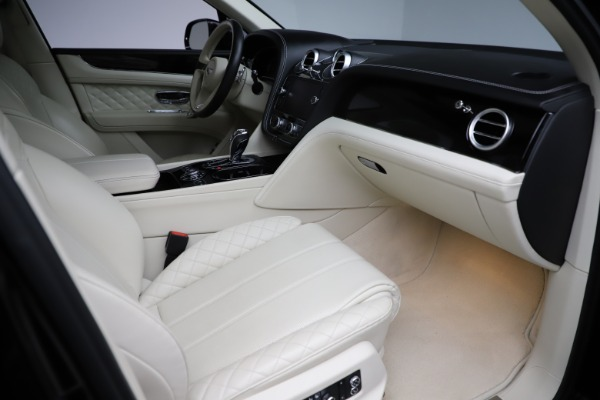 Used 2018 Bentley Bentayga W12 Signature Edition for sale $154,900 at Bentley Greenwich in Greenwich CT 06830 26