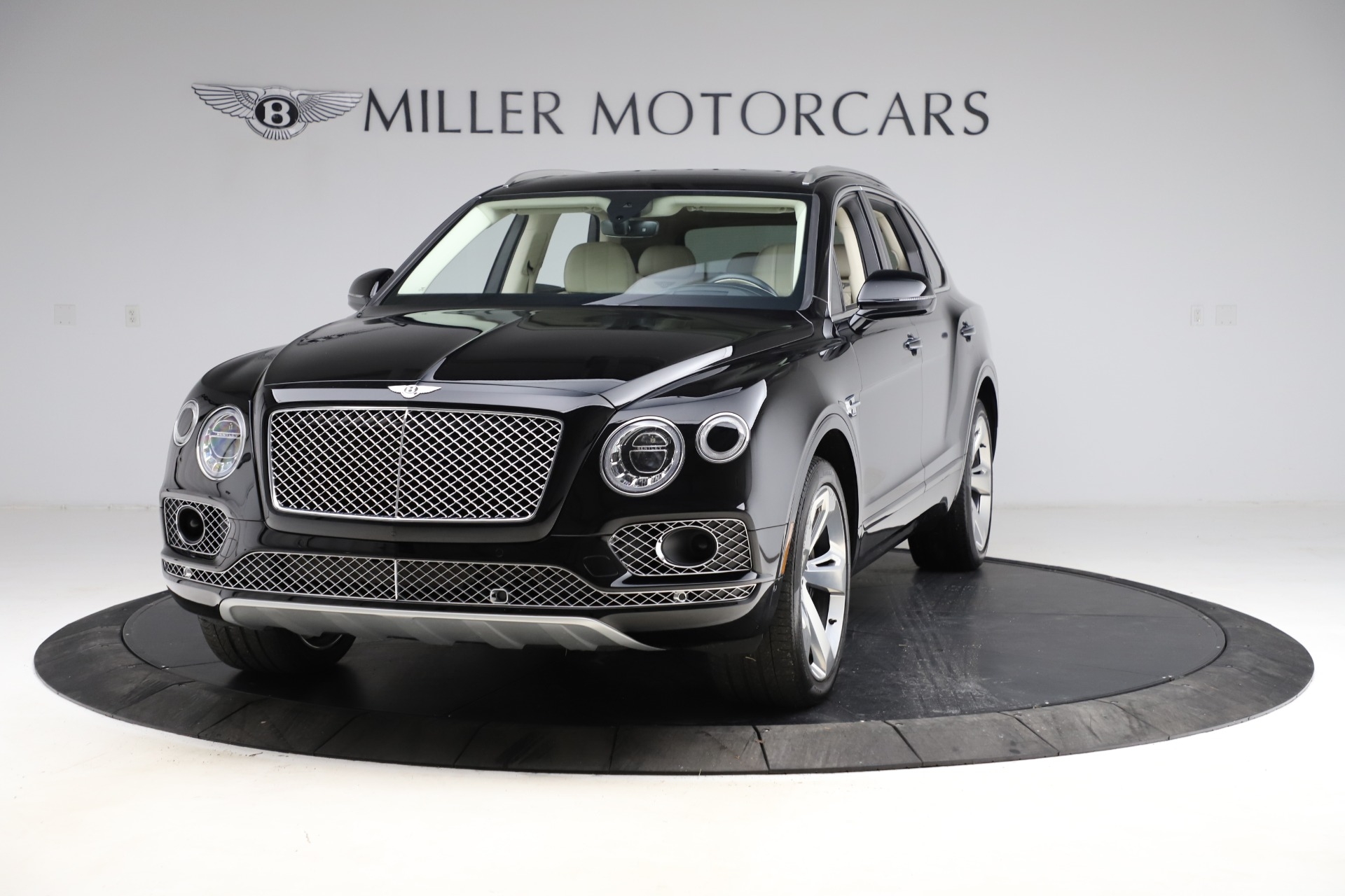 Used 2018 Bentley Bentayga W12 Signature for sale $149,900 at Bentley Greenwich in Greenwich CT 06830 1