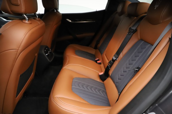 Used 2018 Maserati Ghibli SQ4 GranLusso for sale $51,900 at Bentley Greenwich in Greenwich CT 06830 18