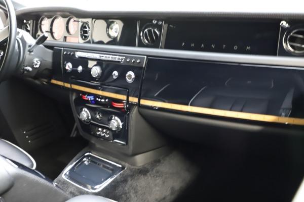 Used 2015 Rolls-Royce Phantom EWB for sale $289,900 at Bentley Greenwich in Greenwich CT 06830 13