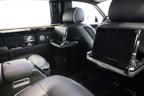 Used 2015 Rolls-Royce Phantom EWB for sale $299,900 at Bentley Greenwich in Greenwich CT 06830 17