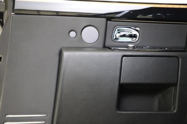 Used 2015 Rolls-Royce Phantom EWB for sale $289,900 at Bentley Greenwich in Greenwich CT 06830 18