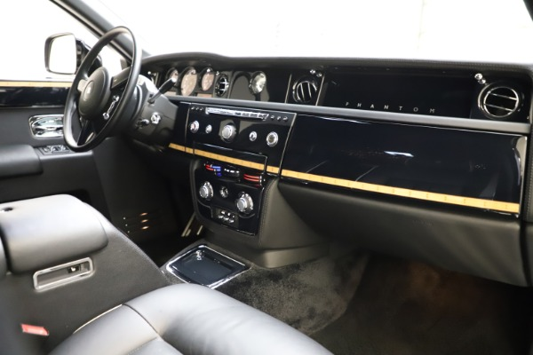 Used 2015 Rolls-Royce Phantom EWB for sale $299,900 at Bentley Greenwich in Greenwich CT 06830 22