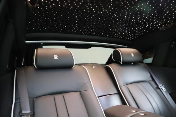 Used 2015 Rolls-Royce Phantom EWB for sale $289,900 at Bentley Greenwich in Greenwich CT 06830 25