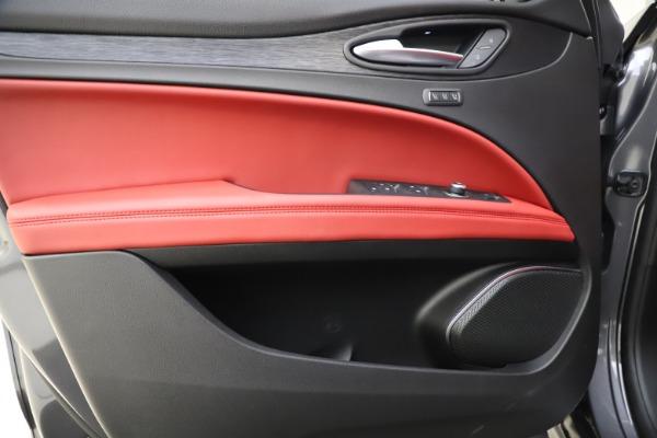 New 2021 Alfa Romeo Stelvio Q4 for sale $48,050 at Bentley Greenwich in Greenwich CT 06830 17