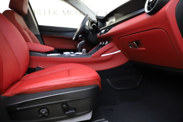 New 2021 Alfa Romeo Stelvio Q4 for sale $48,050 at Bentley Greenwich in Greenwich CT 06830 23