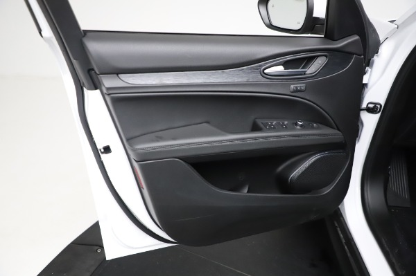 New 2021 Alfa Romeo Stelvio Q4 for sale $49,785 at Bentley Greenwich in Greenwich CT 06830 18