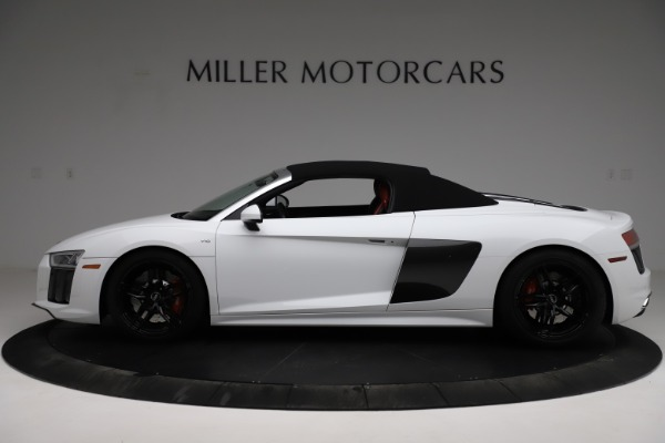 Used 2018 Audi R8 Spyder for sale $154,900 at Bentley Greenwich in Greenwich CT 06830 16