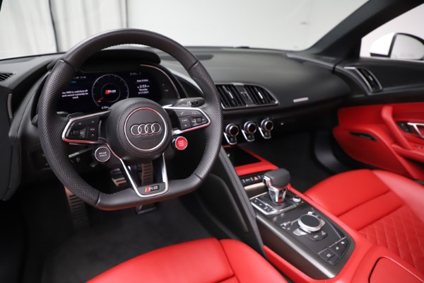 Used 2018 Audi R8 Spyder for sale $154,900 at Bentley Greenwich in Greenwich CT 06830 19