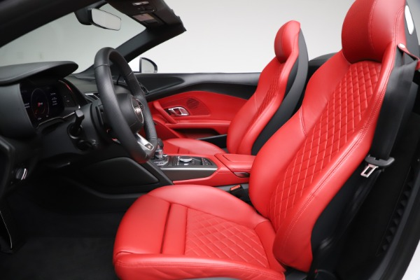 Used 2018 Audi R8 Spyder for sale $154,900 at Bentley Greenwich in Greenwich CT 06830 20