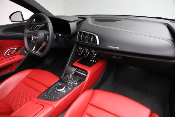 Used 2018 Audi R8 Spyder for sale $154,900 at Bentley Greenwich in Greenwich CT 06830 25