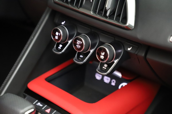 Used 2018 Audi R8 Spyder for sale $154,900 at Bentley Greenwich in Greenwich CT 06830 27