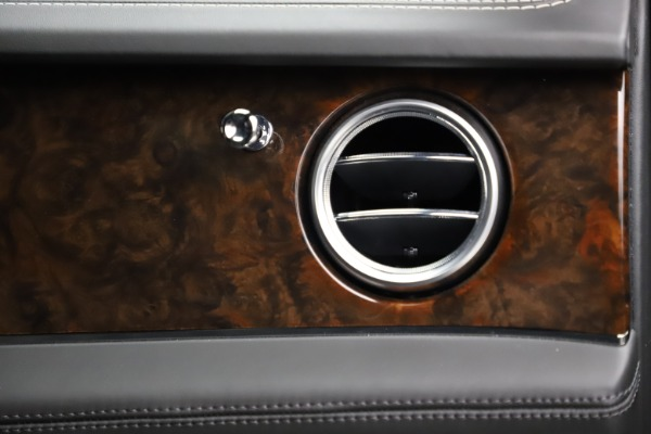 Used 2018 Bentley Bentayga W12 Signature for sale $153,900 at Bentley Greenwich in Greenwich CT 06830 26