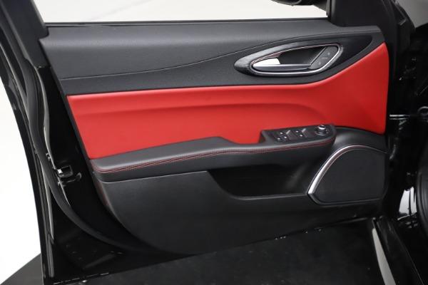 New 2021 Alfa Romeo Giulia Q4 for sale $48,535 at Bentley Greenwich in Greenwich CT 06830 17
