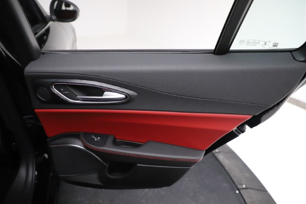 New 2021 Alfa Romeo Giulia Q4 for sale $48,535 at Bentley Greenwich in Greenwich CT 06830 27