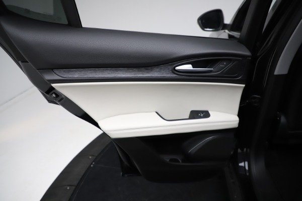 New 2021 Alfa Romeo Stelvio Q4 for sale $50,245 at Bentley Greenwich in Greenwich CT 06830 21