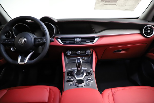 New 2021 Alfa Romeo Stelvio Ti Q4 for sale $55,500 at Bentley Greenwich in Greenwich CT 06830 17